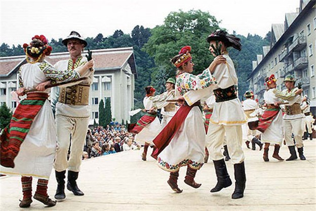 Image - Traditional Hutsul dance.