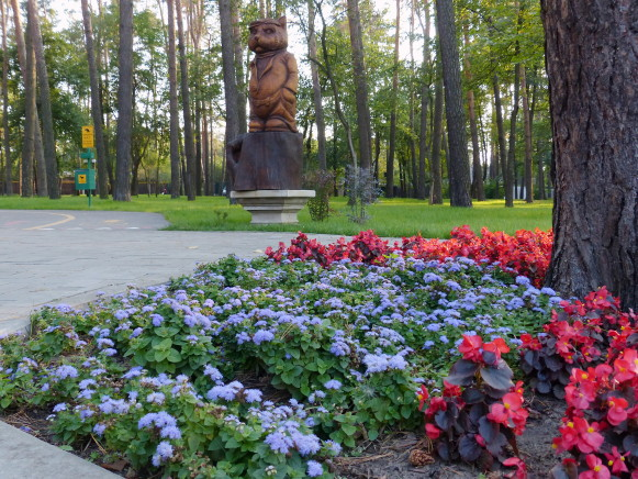 Image - Irpin, Kyiv oblast: the Pokrovsky park of wooden sculptures.