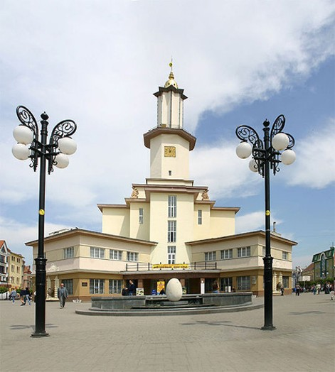 Image - The Ivano-Frankivsk Regional Studies Museum (formerly town hall) in Ivano-Frankivsk.