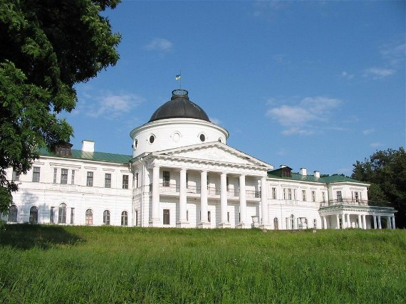 Image -- The western facade of the Kachanivka palace (18th century).