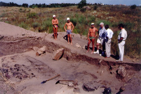 Image - The Khortytsia Island: archeological excavations of Cossack graves.