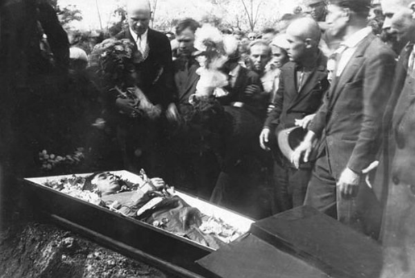 Image - The funeral of Mykola Khvylovy (1933).