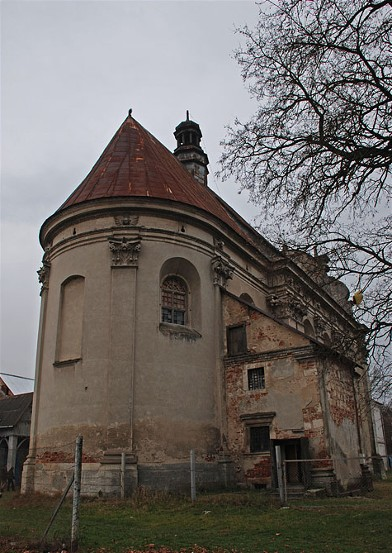 Image - Roman Catholic Church of the Theotokos (built in 1473 and reconstructed in 1657) in Komarno.
