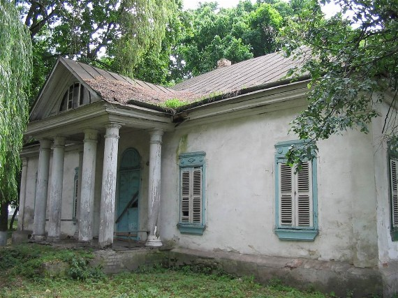 Image -- The Darahan building (18th century) in Kozelets.