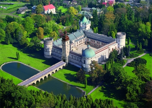 Image - A castle in Krasychyn near Peremyshl (today: Krasiczyn near Przemysl in Poland).