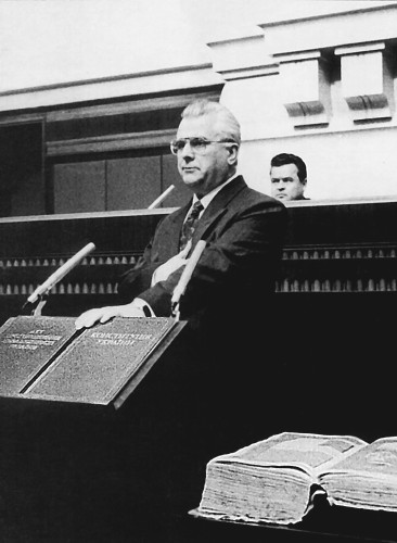 Image - Leonid Kravchuk sworn as president (1991).