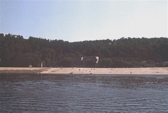 Image - A beach on the shore of the Kremenchuk reservoir (Dnieper River) near Cherkasy.