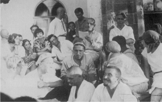 Image - Mykola Kulish reads his play to Berezil actors (Odesa, 1927).