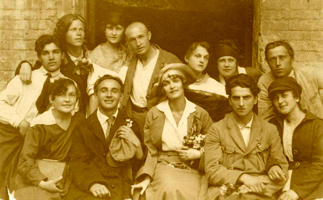 Image - Les Kurbas and Molodyi Teatr actors.