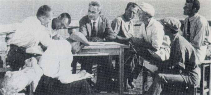 Image - Les Kurbas with a group of Berezil actors during his work on two film productions Vendetta and McDonald (Odesa, 1924).
