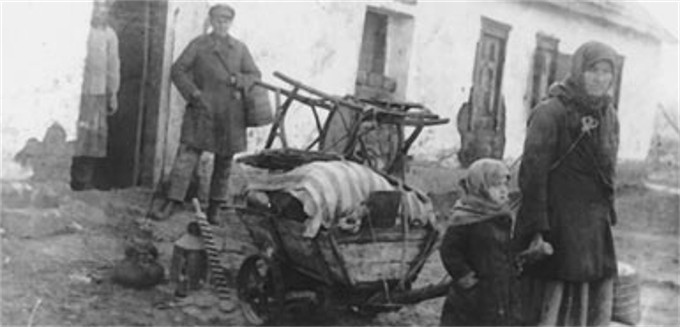 Image -- The deportation of a kulak (kurkul) family form Ukraine.