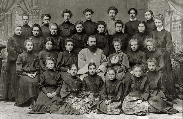 Image - Students of the Kyiv Funduklei girls gymnasium.
