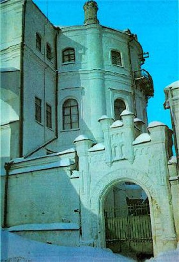 Image -- East facade of the building of the Kyivan Cave Monastery Press (today: Museum of the Book and Book Printing of Ukraine).