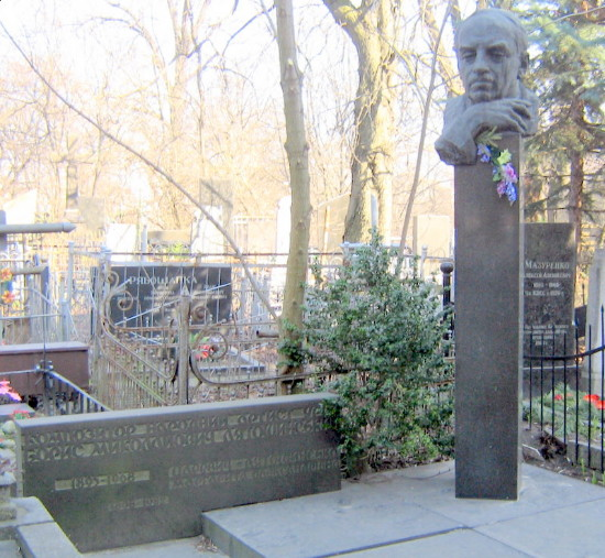Image - A grave of Borys Liatoshynsky in Kyiv.