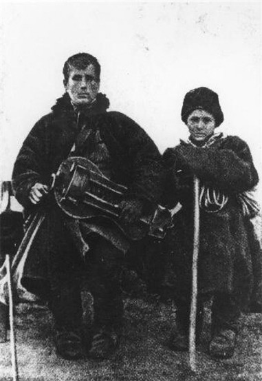 Image - A lirnyk with his guide (1910s).