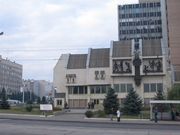 Image - Luhansk: puppet theater building.