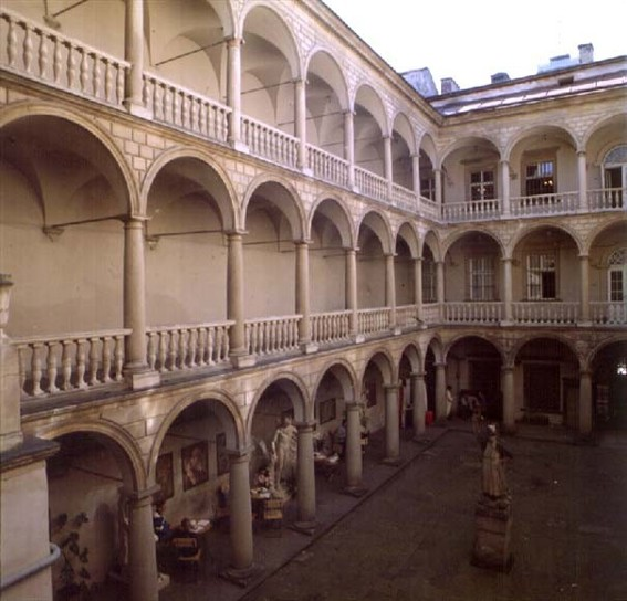 Image - Lviv's Korniakt Building (1580): the courtyard loggia.