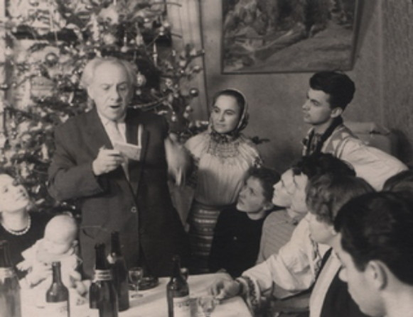 Image -- Maksym Rylsky at an event organized by Les Taniuk and the Club of Creative Youth in Kyiv (1960s).