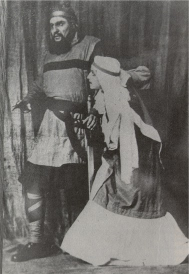 Image - Ivan Marianenko and Liubov Hakkebush in Les Kurbas' production of Macbeth in Berezil (1924).