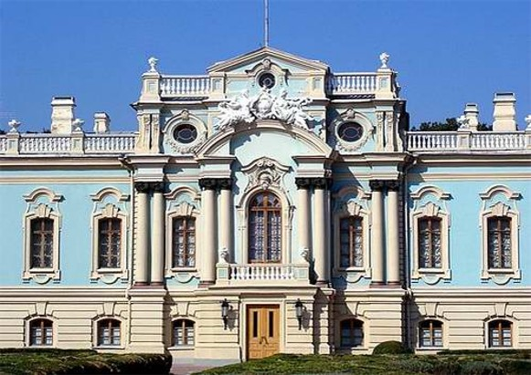 Image - The Mariinskyi Palace in Kyiv (main entrance).