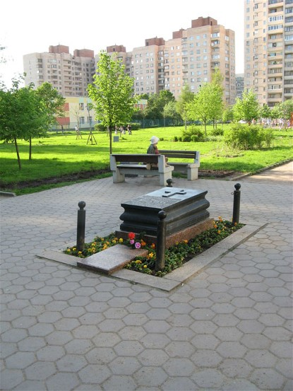 Image - A memorial to Lev Matsiievych on the place where he died in Saint Petersburg.