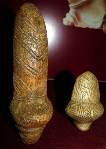 Image - Mizyn archeological site (the late Paleolithic Period): mammoth bone statuettes.