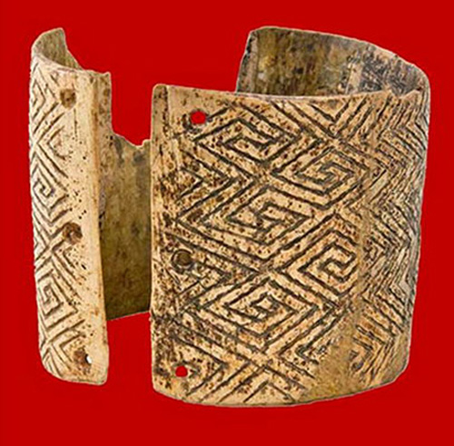 Image - Mizyn archeological site: bracelet with the world's oldest meander ornament.