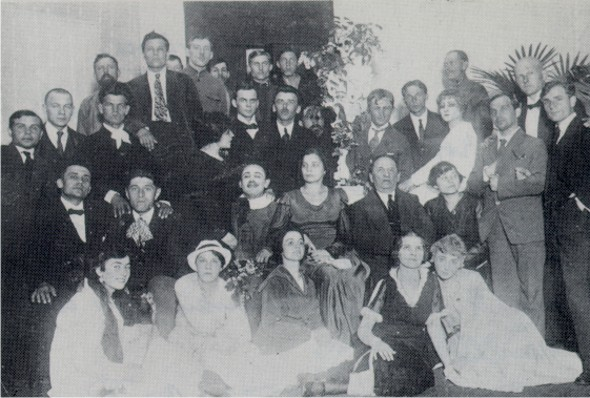 Image -- Molodyi Teatr actors and technical staff after the end of its first season 1917-1918.