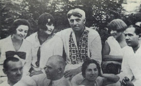 Image -- A group of former actors of the Molodyi Teatr in Odesa in 1927. First row (l-r): Y. Shevchenko, P. Dolyna, S. Manuilovych. Second row: O. Dobrovolska, P. Samiilenko, V. Vasylko, A. Smereka, S. Bondarchuk.