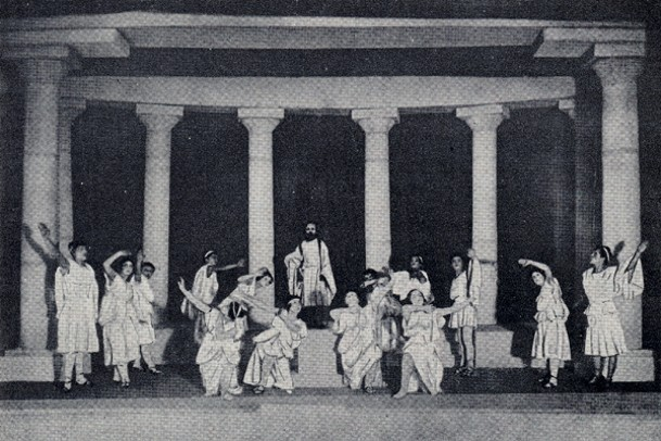 Image - A chorus scene from the Molodyi Teatr production of Sophocles Oedipus Rex (1918).