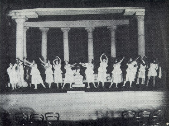 Image - A mass scene from the Molodyi Teatr production of Sophocles' Oedipus Rex (1918).