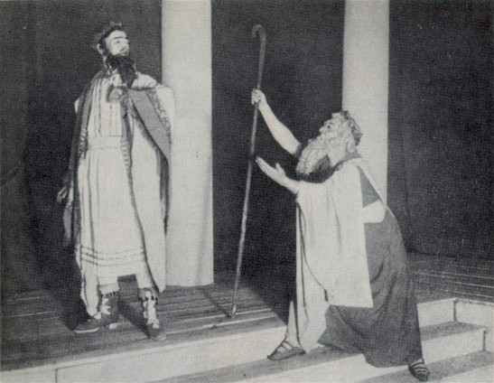 Image - A scene from Les Kurbas' production of Sophocles' Oedipus Rex in Molodyi Teatr (1918). Kurbas as Oedipus and Semen Semdor as Theresius.