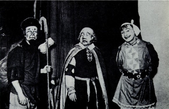 Image -- P. Dolyna, O. Yursky, and Les Kurbas in Kurbas's production of F. Grillparzer's Weh dem, der lugt! in Molodyi Teatr (1918).