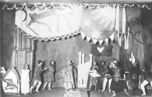 Image -- Molodyi Teatr: performance of F. Grillparzers Weh dem, der lugt! (1918).