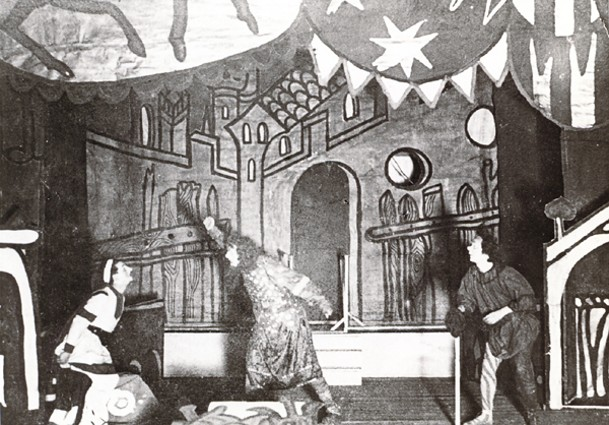 Image - A scene from Les Kurbas' production of F. Grillparzer's Weh dem, der lugt! (in the commedia dell'arte style) in Molodyi Teatr (1918).