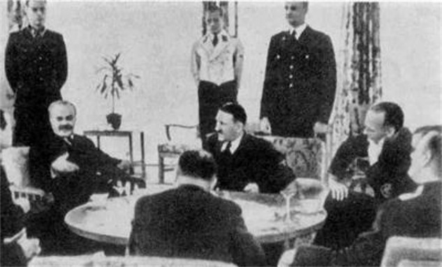 Image - Viacheslav Molotov negotiates with Adolf Hitler in Berlin November 1940.