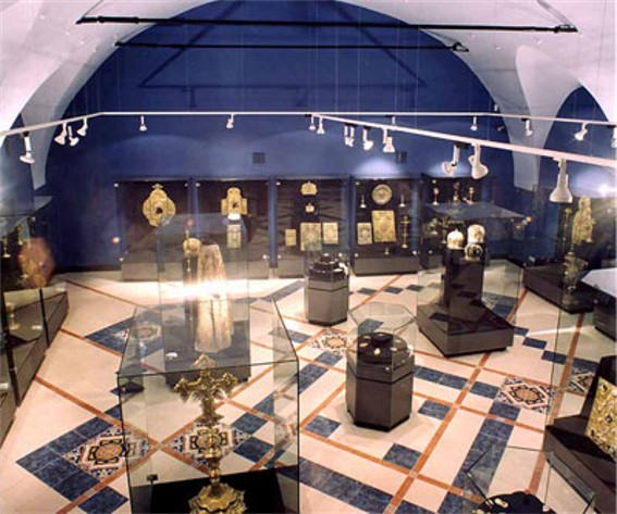 Image - An exhibit hall in the Museum of Historical Treasures of Ukraine in Kyiv.