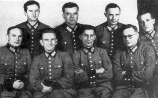 Image -- Officers of the Spezialgruppe Nachtigall (sitting second from left: Roman Shukhevych).