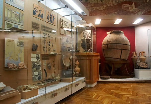 Image - The interior of the National Museum of the History of Ukraine in Kyiv.
