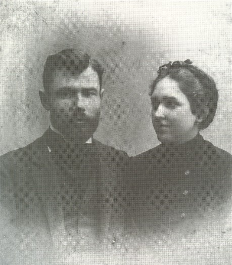 Image - Oleksa Novakivsky with his sister (1903).
