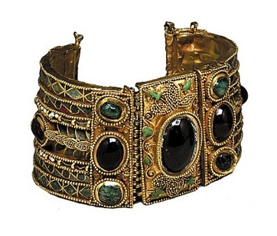Image - A bracelet (1sr century BC) found at the Olbia historical site.