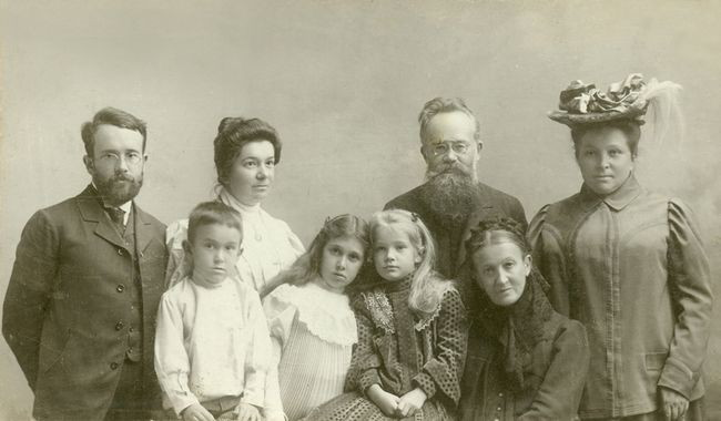 Image - Oleksander Hrushevsky with his family and brother Mykhailo Hrushevsky.