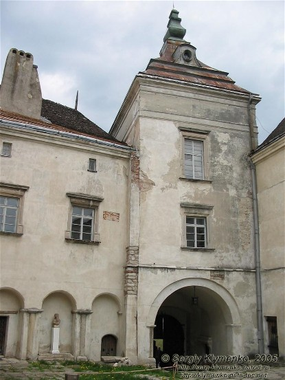 Image - The Olesko castle (13th-18th centuries): inner courtyard.