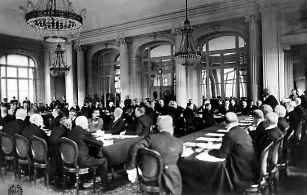 Image - A photo from the Paris Peace Conference (1919).