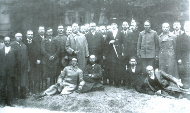 Image - Pavlo Skoropadsky with members of his council (1918).