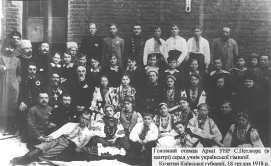 Symon Petliura among students of the Ukrainian gymnasium in Koziatyn (1918).