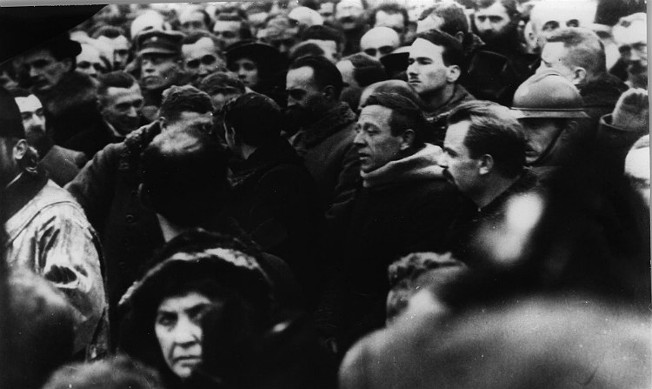Image - Semen Petliura and Volodymyr Vynnychenko at a public prayer service (22 January 1919).