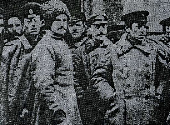 Image - Semen Petliura with soldiers of the Polubotok regiment.
