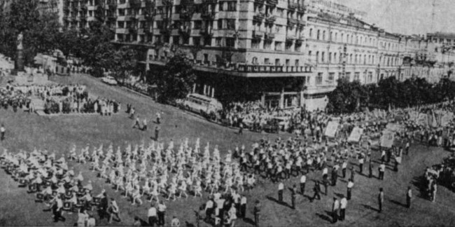 Image -- Pioneers parade in Kyiv (1970s).