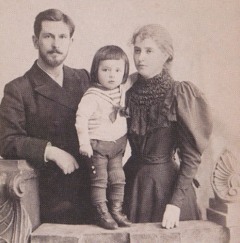 Image - Volodymyr Piskorsky with wife and son Kostiantyn.